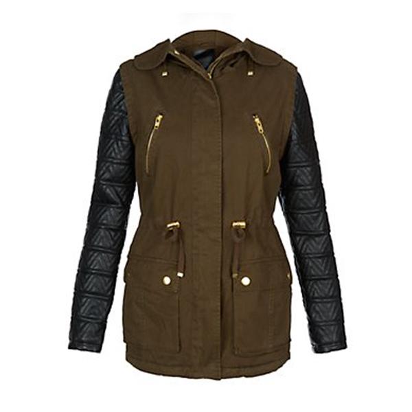 Een leren jas voor heren of dames in vele verschillende stijlen. Als u rondkijkt in de webshop van Leather Shop Doci, dan zult u zien dat wij hier een zeer ruim assortiment aan leren jassen hebben. We verkopen leren jassen voor heren in meerdere verschillende stijlen.